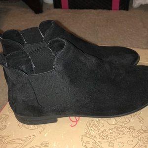 American Rag Chelsea boots sz 6